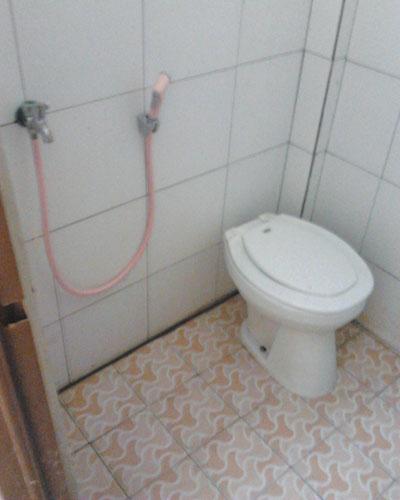 desain kamar mandi sederhana dan murah kecil